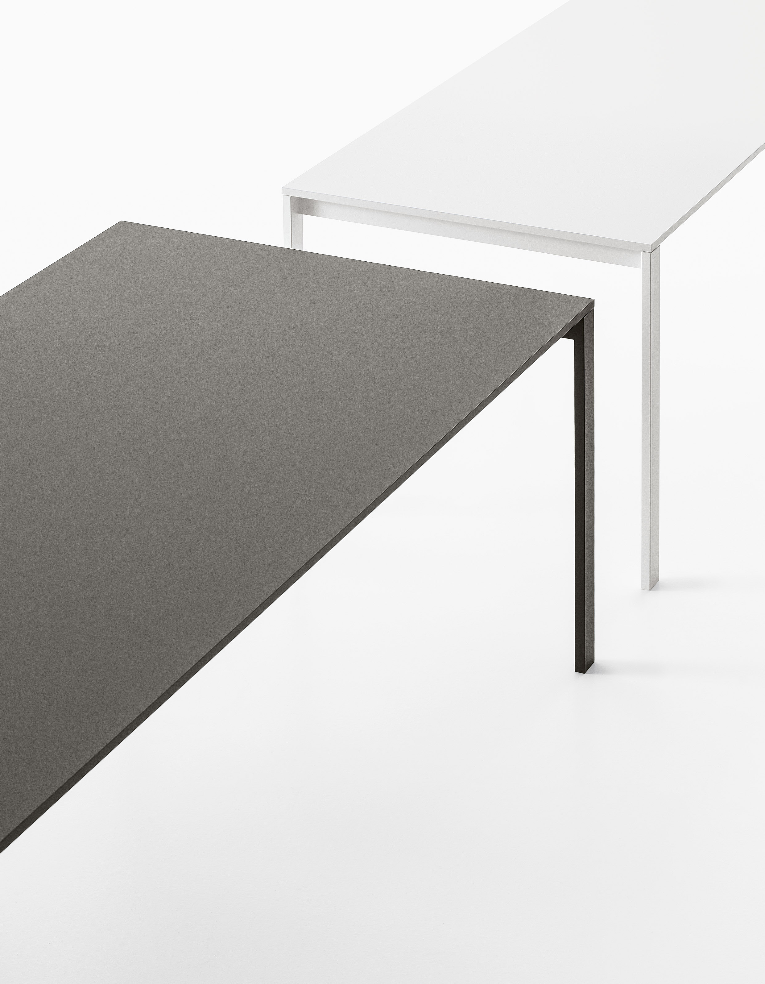 Be easy dining table fanuli furniture for Table extensible kristalia